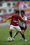 (L to R) Chinatsu Kira (Reds Ladies), Midori Isokane (INAC),<br /> AUGUST 17,2014 - Football / Soccer : 2014 Nadeshiko League, between Urawa Reds Ladies 0-1 INAC KOBE LEONESSA at Urawakomaba Stadium, Saitama, Japan. (Photo by Jun Tsukida/AFLO SPORT)