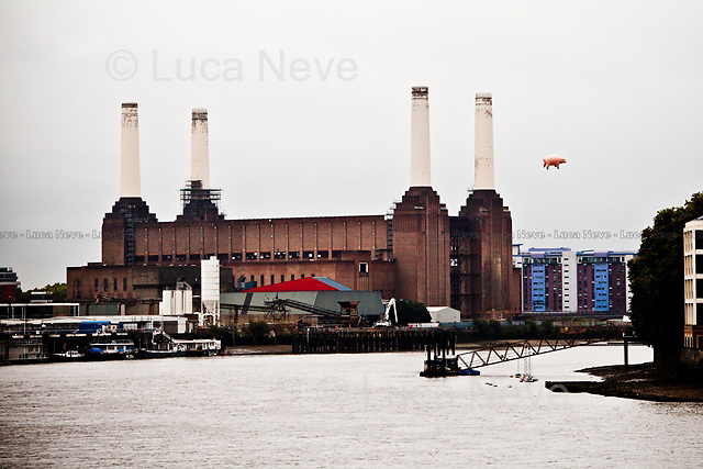 "London, 26/09/2011. A replica of ""Algie"", a 30ft long inflatable pig used for the cover of the Pink Floyd album ""Animal"", was flying today above Battersea Power Station. The record label EMI commissioned the replica to promote the ""Why Pink Floyd...?"" campaign created to mark the reissue of the Pink Floyd's 14 studio albums."