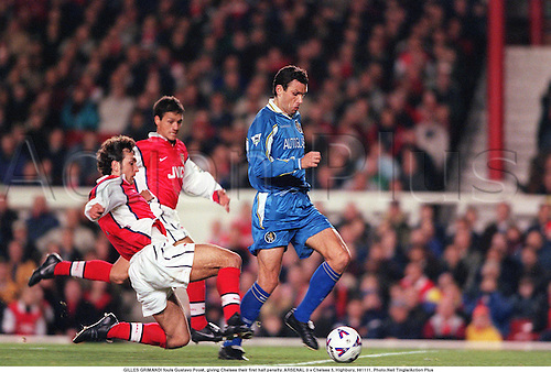 GILLES GRIMANDI fouls Gustavo Poyet, giving Chelsea their first half penalty. ARSENAL 0 v Chelsea 5, Highbury, 981111. Photo:Neil Tingle/Action Plus...1998.Soccer.Aggression.Slide-tackle.foul fouls fouling fouled.football.premiership premier league.club clubs