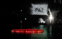SAO PAULO, SP, 05 AGOSTO 2012 - II TOORO NAGASHI - Em lembranca dos 67 anos da bomba atômica de Hiroshima, o Parque do Ibirapuera celebra a segunda edição do Tooro Nagashi (Luzes da Paz) na noite deste domingo. (FOTO: WILLIAM VOLCOV / BRAZIL PHOTO PRESS).