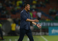 MEDELLÍN - COLOMBIA, 10-02-2018:Sergio Almirón director técnico Atlético Nacional.Acción de juego entre los equipos Atlético Nacional y el Independiente Santa Fe durante el partido entre el Atlético Nacional   y el Independiente Santa Fe  por la fecha 2 de la Liga Águila II 2018 jugado en el estadio Atanasio Girardot de la ciudad de Medellín. / Sergio Almiron coach of Atletico Nacional.Action game between Atletico Nacional and Independiente Santa Fe during match between Atletico Nacional   and Independiente Santa Fe for the date 2 of the Aguila League I 2018 played at Atanasio Girardot stadium in Medellin city. Photo: VizzorImage/ León Monsalve / Contribuidor