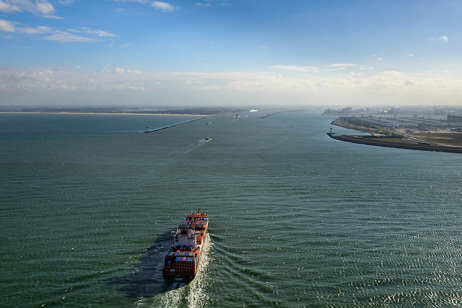 Nederland, Zuid-Holland, Rotterdam, 23-10-2013; containerschip Bodo Schulte vaart naar de ingang van de haven van Rotterdam, de Nieuwe Waterweg. Rechts de Eerste Maasvlakte, links de kust bij Hoek van Holland.<br /> A container ship enters the Port of Rotterdam via the Nieuwe Waterweg. In the back coast near Hoek van Holland (l).<br /> luchtfoto (toeslag op standard tarieven);<br /> aerial photo (additional fee required);<br /> copyright foto/photo Siebe Swart