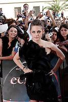 """L'attrice statunitense Kristen Stewart posa sul red carpet per la presentazione del film """"The Twilight saga: Eclipse"""" a Roma, 17 giugno 2010..U.S. actress Kristen Stewart poses past fans on the red carpet for the presentation of the movie """"The Twilight saga: Eclipse"""" in Rome, 17 june 2010..UPDATE IMAGES PRESS/Riccardo De Luca"""