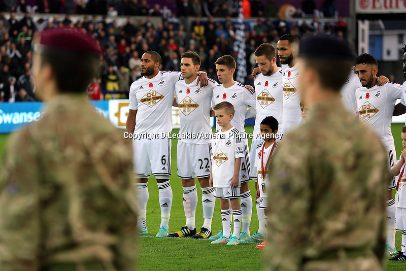 Sunday 09 November 2014 <br /> Swansea players huddle as they observe a minute's silence for Remembrance Sunday<br /> Barclays Premier League, Swansea City FC v Arsenal City at the Liberty Stadium, Swansea, Great Britain. EPA/Dimitris Legakis