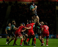 Harlequins' Matt Symons claims a line out<br /> <br /> Photographer Bob Bradford/CameraSport<br /> <br /> Gallagher Premiership - Harlequins v Saracens - Saturday 6th October 2018 - Twickenham Stoop - London<br /> <br /> World Copyright &copy; 2018 CameraSport. All rights reserved. 43 Linden Ave. Countesthorpe. Leicester. England. LE8 5PG - Tel: +44 (0) 116 277 4147 - admin@camerasport.com - www.camerasport.com