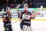 Stockholm 2014-02-24 Ishockey Hockeyallsvenskan Djurg&aring;rdens IF - S&ouml;dert&auml;lje SK :  <br /> Djurg&aring;rdens m&aring;lvakt Adam Reideborn &auml;r glad n&auml;r han tackar publiken efter matchen<br /> (Foto: Kenta J&ouml;nsson) Nyckelord:  jubel gl&auml;dje lycka glad happy glad gl&auml;dje lycka leende ler le