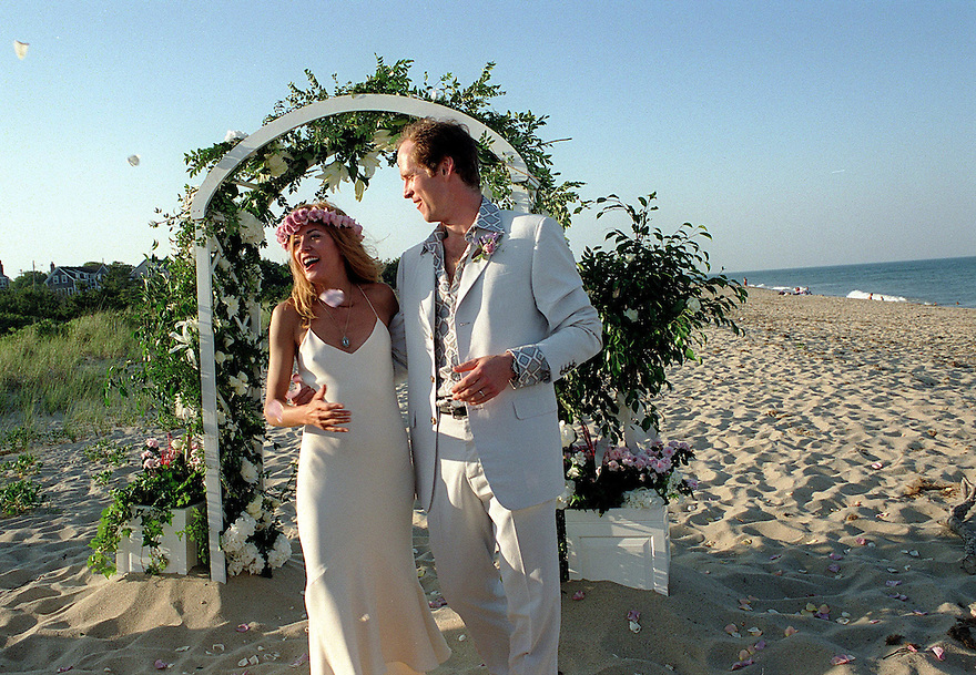 SIASCONSET, MA.--Wedding of author Candace Bushnell and ballet dancer Charles Askegard on Nantucket Island, July 2, 2002. PHOTO BY JODI HILTON .