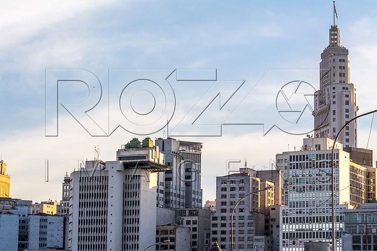 Vista do Edifício Altino Arantes conhecido como Banespa, a partir do Viaduto Diário Papular no Parque Dom Pedro II, São Paulo - SP, 06/2016.