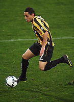Phoenix' Leo Bertos during the A-League football match between Wellington Phoenix and Perth Glory at Westpac Stadium, Wellington, New Zealand on Sunday, 16 August 2009. Photo: Dave Lintott / lintottphoto.co.nz