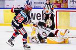 S&ouml;dert&auml;lje 2014-01-06 Ishockey Hockeyallsvenskan S&ouml;dert&auml;lje SK - Malm&ouml; Redhawks :  <br />  Malm&ouml; Redhawks m&aring;lvakt Robin Rahm r&auml;ddar en straff av S&ouml;dert&auml;ljes William Nylander Altelius i straffl&auml;ggningen<br /> (Foto: Kenta J&ouml;nsson) Nyckelord: