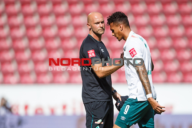 Davie Selke (SV Werder Bremen) mit Christian Vander, <br /> <br /> Sport: Fussball: 1. Bundesliga:: nphgm001:  Saison 19/20: 33. Spieltag: 1. FSV Mainz 05 vs SV Werder Bremen 20.06.2020<br /> Foto: Neis/Eibner/Pool/via gumzmedia/nordphoto<br />
