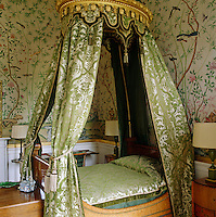 In the Wellington Room, named after the Duke who slept here in 1843, the walls are covered in 1830s Chinese wallpaper and the lit a la Polonaise is hung with green damask curtains