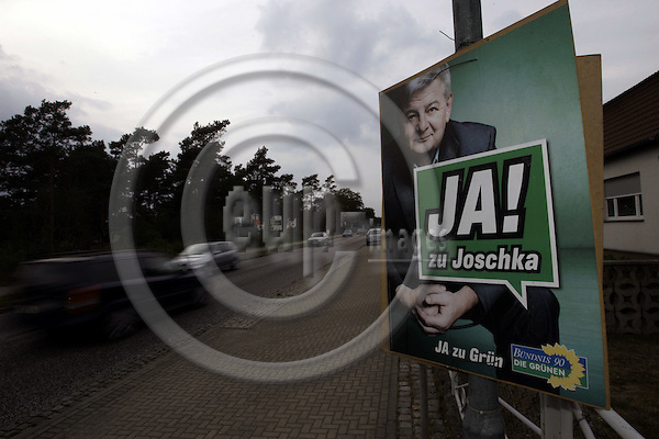 EISENH?TTENSTADT - GERMANY-- 14 - SEPTEMBER - 2005 -- Election campaigne poster of Joschka FISCHER for the Green Party in Eisenhuettenstadt. The german city close to the polish border was formaly known as the Stalinstadt (till1961). It has lost nearly half its population since the German reunification. Around 30000 inhabitants still remain in the city famous for its steelworks during the Communist era of GDR. -- PHOTO:  JUHA ROININEN / EUP-IMAGES