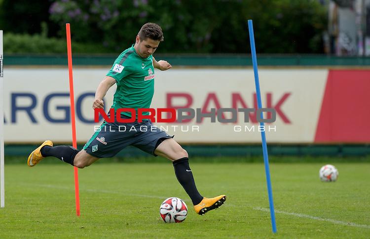 13.05.2015, Trainingsgelaende, Bremen, GER, 1.FBL, Training Werder Bremen, im Bild Marnon Busch (Bremen #38)<br /> <br /> Foto &copy; nordphoto / Frisch