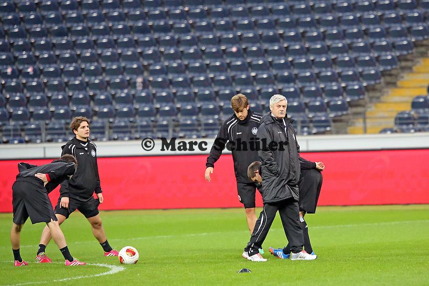 Trainer Armin Veh mit Tranquillo Barnetta, Pirmin Schwegler, Marco Russ und Sebastian Jung (Eintracht) - Eintracht Frankfurt Europa League Abschlusstraining