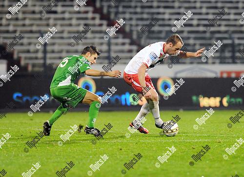 2013-01-05 / Voetbal / seizoen 2012-2013 / R. Antwerp FC - Dessel Sport / Zico Gielis (l. Dessel) met Jorn Vermeulen..Foto: Mpics.be