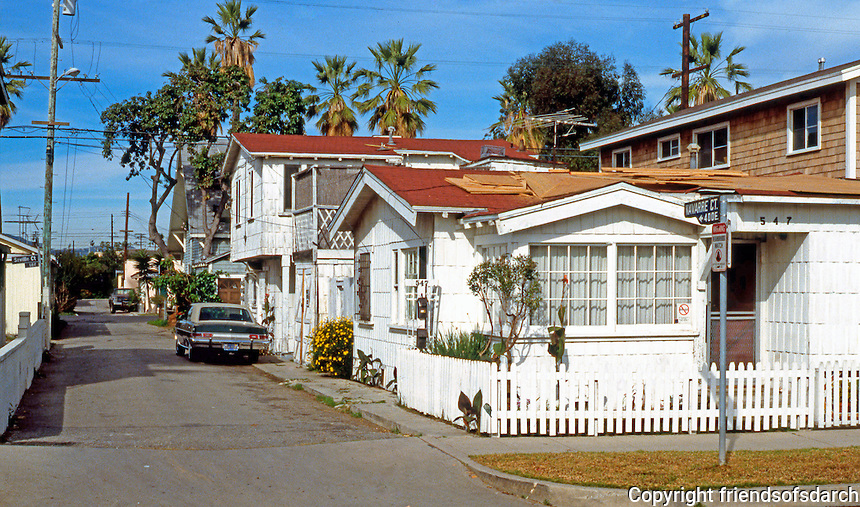 Venice CA: Venice Vernacular--Navarre Court at Grand Avenue.   Photo '88.
