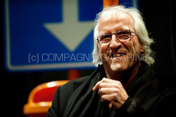 Ludo Troch presenting the Movie Cultuurprijs 2008 to his daughter, film director Fien Troch, in Hasselt (Belgium, 02/02/2009)