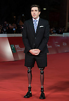 "L'autore americano Jeff Bauman  posa per la presentazione del film ""Stronger"" alla Festa del Cinema di Roma , 28 Ottobre 2017. Jeff Bauman perse le gambe nell'attentato alla maratona di Boston del 2013.<br /> US author Jeff Bauman poses on the red carpet to present the movie ""Stronger"" during the international Rome Film Festival at Rome's Auditorium, October 28, 2017.Jeff Bauman lost his legs in the 2013 Boston Marathon bombing.<br /> UPDATE IMAGES PRESS/Karen Di Paola"
