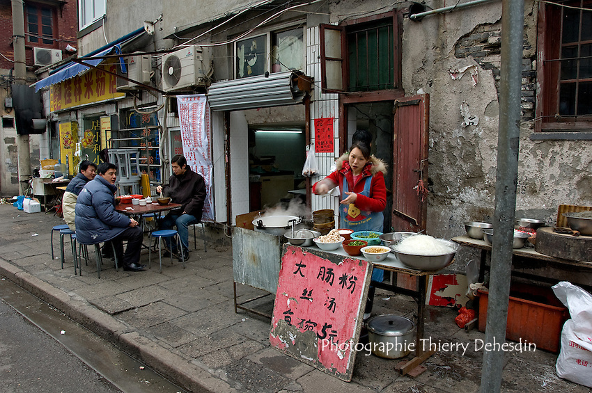 Outdoor kitchen and restaurant in Shanghai street..Shanghai, February 2006.