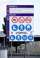 Nederland Amsterdam - Augustus 2019. het Afval Energie Bedrijf ( AEB ) in het Westelijk Havengebied. Het Afval Energie Bedrijf (AEB) is een afvalverwerkingsbedrijf in de Nederlandse stad Amsterdam. Het bedrijf verwerkt afval uit Amsterdam en uit de regio, en heeft de beschikking over afvalverbrandingsinstallaties in het Westelijk Havengebied. Deze installaties gebruiken de bij de verbranding vrijkomende warmte voor het opwekken van energie. Sinds juli liggen vier van de zes verbrandingsovens om veiligheidsredenen stil. Poort 2 . Storthal.   Foto Berlinda van Dam / Hollandse Hoogte