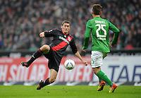 FUSSBALL   1. BUNDESLIGA   SAISON 2011/2012   19. SPIELTAG Werder Bremen - Bayer 04 Leverkusen                    28.01.2012 Daniel Schwaab (li, Bayer 04 Leverkusen) gegen Tom Trybull (re, SV Werder Bremen)