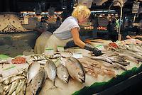 - Barcelona, La Boqueria market  (St. Joseph), popular market of foods near the Ramblas ....- Barcellona, mercato La Boqueria  (St. Josep), mercato popolare di alimentari vicino alle Ramblas ....