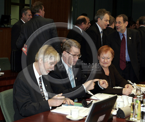 BRUSSELS - BELGIUM - 14 DECEMBER 2006 -- EU-Summit hosted by the Finnish Presidency. -- Erkki TUOMIOJA (Le), Minister of Foreign Affairs of Finland Matti VANHANEN, Prime Minister of Finland, Tarja HALONEN (Ri), President of Finland. In the back Tony BLAIR, Prime Minister of U.K. and Javier SOLANA (Ri), EU High Representative for the Common Foreign and Security Policy (CFSP). -- PHOTO: JUHA ROININEN / EUP-IMAGES