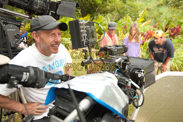 BEHIND THE SCENES - Director Dennis Dugan looks in the camera monitor at Nick Swardson, Jennifer Aniston and Adam Sandler .on the set of Just Go with It (Season 3).*Filmstill - Editorial Use Only*.CAP/FB.Supplied by Capital Pictures.