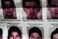 BUENOS AIRES, ARGENTINA, 26.05.2015 - AYOTZINAPA-DESAPARECIDOS - Ato lembra o oitavo mês do desaparecimento dos 43 alunos da escola de Ayotzinapa. Membros da comunidade mexicana realizam passeata em Buenos Aires na Argentina nesta terça-feira, 26. Em 26 de setembro de 2014 um grupo de estudantes foi atacado pela polícia na cidade de Iguala no México deixando seis mortos, vinte e cinco feridos e quarenta e três desaparecidos. (Foto: Patricio Murphy / Brazil Photo Press)