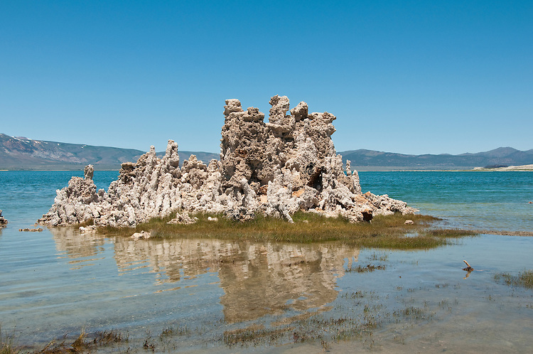 tufas, Mono Lake; Mono Basin National Forest Scenic Area, California, USA.  Photo copyright Lee Foster.  Photo # california120961