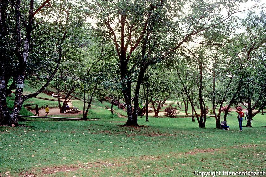 Philippines: Baguio--Burnham Park. Photo '82.