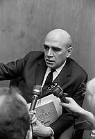 Paul Dozois: ministre des Finances, ministre des Institutions financières <br /> Entre le 25 et le 31 mars 1968<br /> <br /> Photographe : Photo Moderne