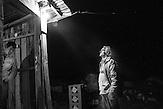 arbeitsloser Wasserkraftwärter Veli Derstila vor seiner notdürftig elektrifizierter Bar, Dërstila, Shpati, 2013, Strom wird  in Albanien hauptsächlich aus Wasserkraft gewonnen. Zu kommunistischen Zeiten wurde das Land elektrifiziert. Die Infrastruktur kann aber mit dem hohen Verbrauch heutzutage nicht mithalten