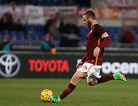 Calcio, Serie A: Roma vs Frosinone. Roma, stadio Olimpico, 30 gennaio 2016.<br /> Roma&rsquo;s Daniele De Rossi kicks the ball during the Italian Serie A football match between Roma and Frosinone at Rome's Olympic stadium, 30 January 2016.<br /> UPDATE IMAGES PRESS/Isabella Bonotto