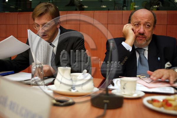 Belgium---Brussels---EU-Summit---italian presidency---Tour de Table/Round Table  16.10.2003.Guy VERHOFSTADT, Prime Minister, Belgium;   Louis MICHEL,  Foreign Minister , Belgium ;              .Portrait  ;              ..PHOTO:  / ANNA-MARIA ROMANELLI / EUP-IMAGES