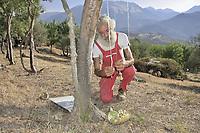 Castelbuono, Giulio Gelardi, the oldest and one of the last producers of manna in the world.<br /> Castelbuono, Giulio Gelardi, il pi&ugrave; anziano e tra gli ultimi produttori di manna nel mondo.