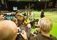 11-02-13, Tennis, Rotterdam, ABNAMROWTT, Roger Federer signing after training