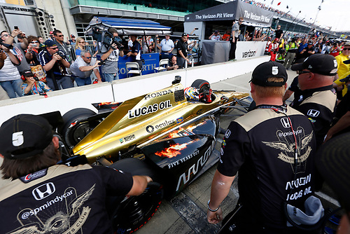 21-22 May, 2016, Indianapolis, Indiana, USA<br /> James Hinchcliffe is congratulated by his crew after winning the pole<br /> ©2016, Phillip Abbott<br /> LAT Photo USA