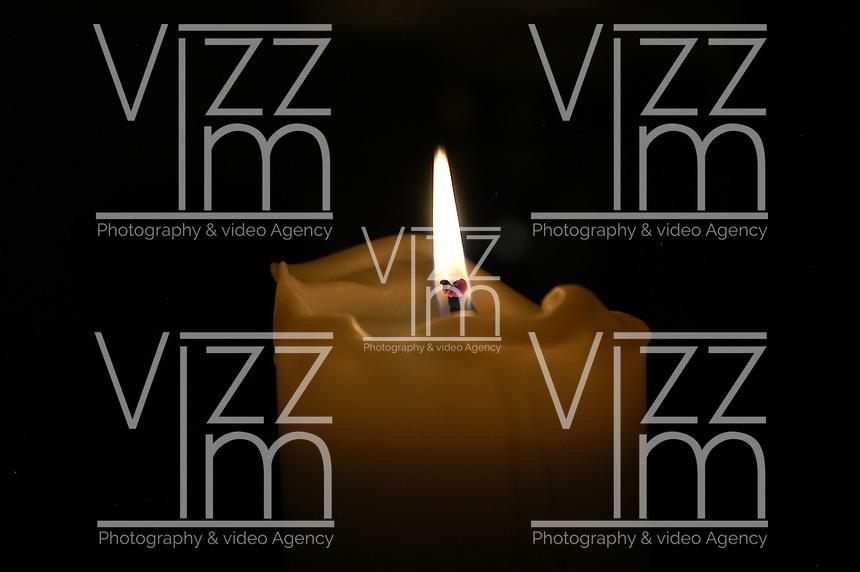 Vela encendida./ Candle. Photo: VizzorImage/STR