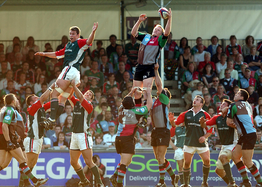 Photo. Dan Hanbury..Leicester Tigers v NEC Harlequins. Zurich Premiership. 15/05/2004..Simon Miall wins a lineout.