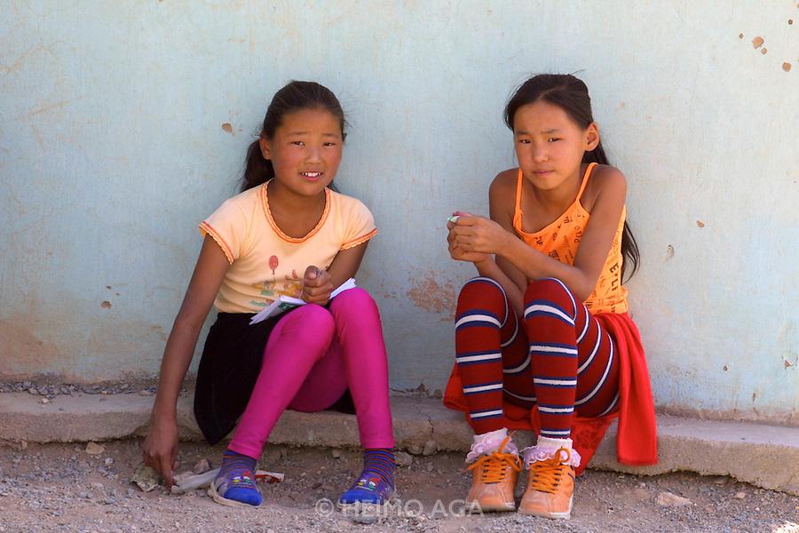 GOBI DESERT, MONGOLIA..08/31/2001.Young girls at Bayangovi..(Photo by Heimo Aga).