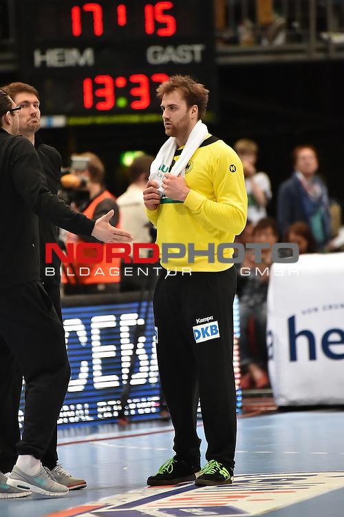 02.04.2016, LANXESS arena, K&ouml;ln , GER, Handball DHB Testl&auml;nderspiel,   Deutschland (GER) vs. D&auml;nemark ( DK) <br /> <br /> im Bild / picture shows: <br /> Andreas Wolff Torwart ( Deutschland/Germany #33) bekommt Anweisungen von Henning Fritz Torwarttrainer Nationalmannschaft ( Deutschland/Germany)<br /> <br /> <br /> <br /> Foto &copy; nordphoto / meuter