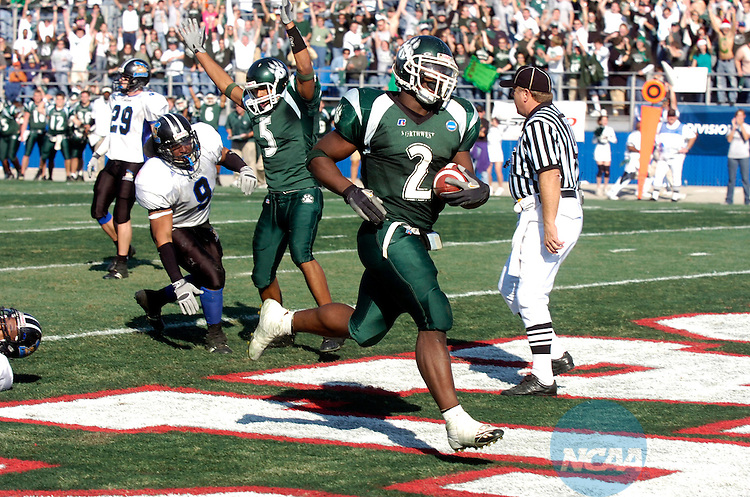 16 DEC 2006: Xavier Omon (2) of Northwest Missouri State runs into the end zone during the Division II Men's Football Championship held at the Braly Municipal Stadium in Florence, AL. Grand Valley State claimed the national championship with a 17-14 win over Northwest Missouri State. Stephen Nowland/NCAA Photos