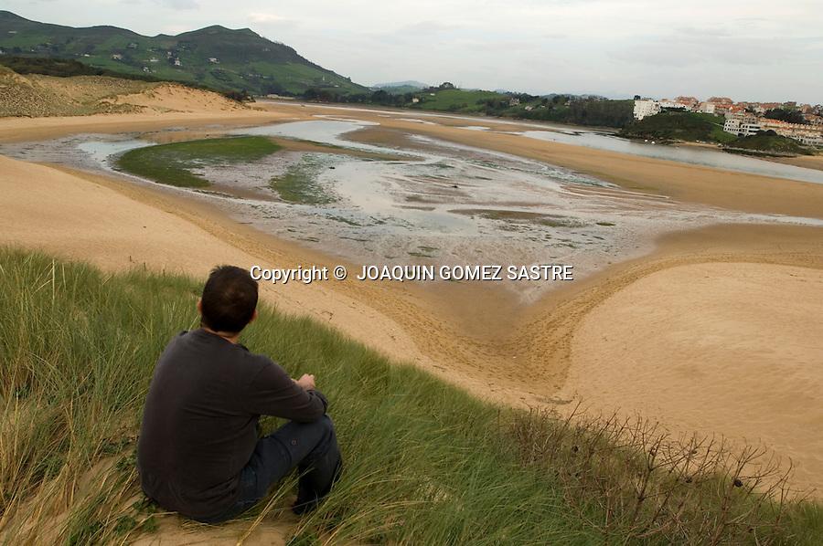 .Panoramica de la playa de Liencres desde una de sus dunas..foto joaquin gomez sastre©