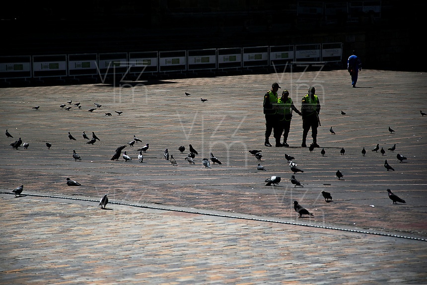 BOGOTA - COLOMBIA, 01-01-2019: En el primer día del año, la capital amanece un poco sola, para lo que se acostumbra a ver. /In the first day of the year the capital downs a bit lonelier, for what its customary to see  . Photo: VizzorImage / Nicolas Aleman / Cont