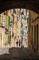 France, Provence-Alpes-Côte d'Azur, Menton: old town lane | Frankreich, Provence-Alpes-Côte d'Azur, Menton: Altstadtgasse