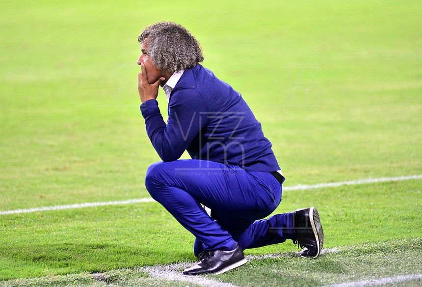IBAGUE-COLOMBIA, 13-11-2019: Alberto Gamero, técnico del Deportes Tolima, durante partido de la fecha 2 de los cuadrangulares semifinales entre Deportes Tolima y Atlético Nacional, por la Liga Águila II 2019 entre Deportes Tolima y Atlético Nacional,  jugado en el estadio Manuel Murillo Toro de la ciudad de la ciudad de Ibague. / Alberto Gamero, coach of Deportes Tolima, during a match of the 2 date of the semifinals quarter finals between Deportes Tolima and Atletico Nacional, for the Aguila Leguaje II 2019  played at Manuel Murillo Toro stadium in Ibague city. Photo: VizzorImage / Juan Carlos Escobar / Cont.