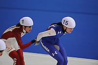 SCHAATSEN: ERFURT: Gunda Niemann Stirnemann Eishalle, 22-03-2015, ISU World Cup Final 2014/2015, Mass Start Ladies, Ivanie Blondin (#1 | CAN), Heather Richardson (#15 | USA), ©foto Martin de Jong