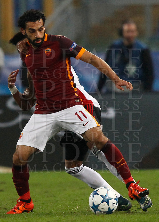 Calcio, Champions League, Gruppo E: Roma vs Bayer Leverkusen. Roma, stadio Olimpico, 4 novembre 2015.<br /> Roma's Mohamed Salah in action during a Champions League, Group E football match between Roma and Bayer Leverkusen, at Rome's Olympic stadium, 4 November 2015.<br /> UPDATE IMAGES PRESS/Riccardo De Luca